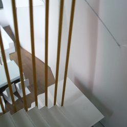 A ESCALA mae arquitectura Pasillos, vestíbulos y escaleras de estilo moderno