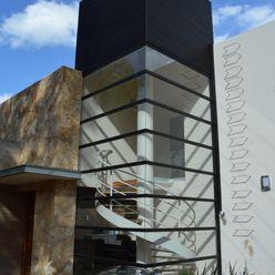Cubo de escaleras Revah Arqs Casas modernas