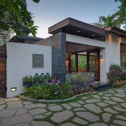 Juanapur Farmhouse monica khanna designs GiardinoAccessori & Decorazioni