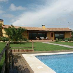Jardin y porche RIBA MASSANELL S.L. Casas mediterráneas
