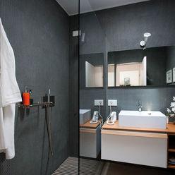 Casa in collina Benedini & Partners Bagno moderno