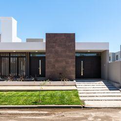 CASA B532 KARLEN + CLEMENTE ARQUITECTOS Casas modernas: Ideas, imágenes y decoración Cerámico Marrón