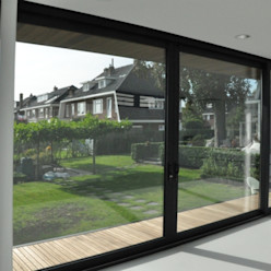 Uitbreiding villa te Sneek AV Architectuur Moderne ramen & deuren