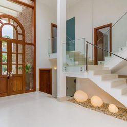 homify Pasillos, vestíbulos y escaleras mediterráneos
