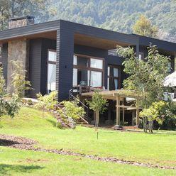 casa en Lago Calafquen Chile David y Letelier Estudio de Arquitectura Ltda. Casas de estilo rústico