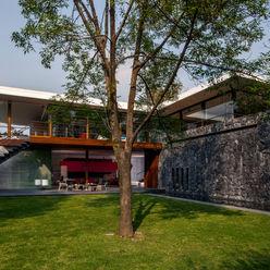 Fachada Interior Jardín homify Casas unifamiliares Piedra Gris