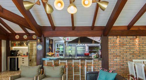 Techos rusticos de madera elegant un techo a dos aguas for Terrazas internas