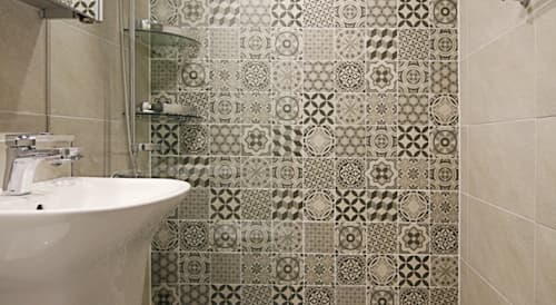 Coole Fliesen Designs Für Kleine Badezimmer