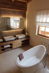 Bagno in stile In stile Country di Egger & Egger Immobilien