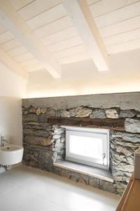 APPARTAMENTO IN MONTAGNA: Bagno in stile in stile Moderno di MIDE architetti