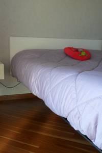 appartamento contemporaneo: Camera da letto in stile in stile Moderno di casa look