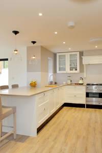 Wickham House: modern Kitchen by C7 architects