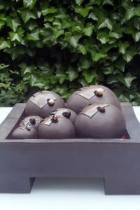 het ei van Columbus:   door CAROLINE PEETERS - bewaarplaatsen + keramiek