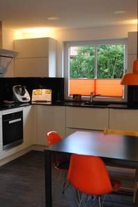 Eine Küche für Groß und Klein: moderne Küche von Sandra Schauer Raum & Design