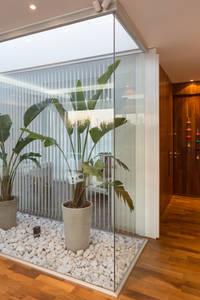Jardines de invierno de estilo moderno de VISMARACORSI ARQUITECTOS