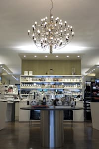 Make Up Profumeria: Negozi & Locali commerciali in stile  di Ailis Lighting Solutions