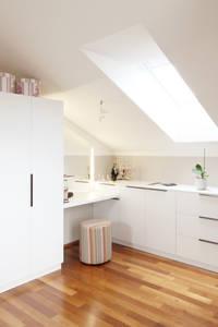 Begehbarer Schrank als Teil eines Schlafzimmers: moderne Ankleidezimmer von Kathameno Interior Design e.U.