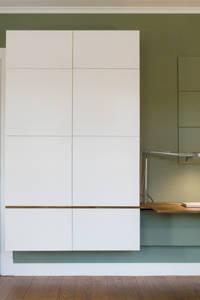 Minioffice: moderne Wohnzimmer von studio jan homann