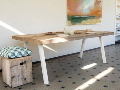 Tisch Bauholz mit Stahlbeinen:   von PURE Wood Design