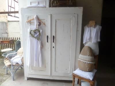 Vintage Kleiderschrank:   von Kunstwerkstatt