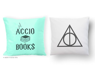 Accio books and deathly hallows Harry Potter set of 2 cushion covers design by NATURA PICTA:  in stile  di NATURA PICTA
