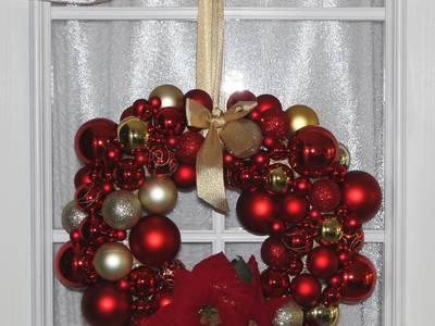 Türkranz Weihnachten mit Kugeln und Weihnachtssternen in gold & rot:   von GP METALLUM
