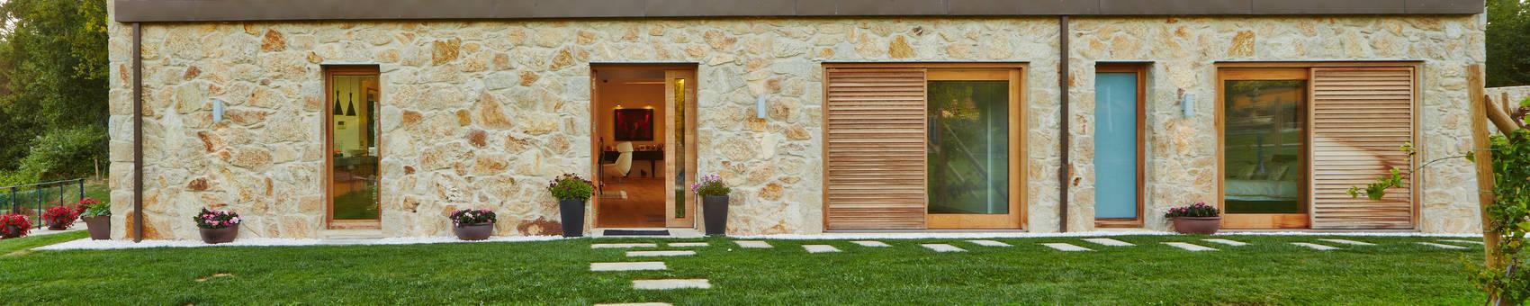 Vivienda Unifamiliar en Tomiño, Pontevedra (Spain): Casas de estilo  de HUGA ARQUITECTOS, Rústico