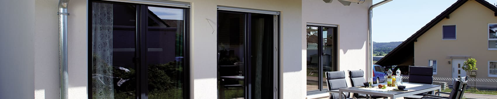 VIO 302 - Terrasse FingerHaus GmbH - Bauunternehmen in Frankenberg (Eder) Moderner Balkon, Veranda & Terrasse
