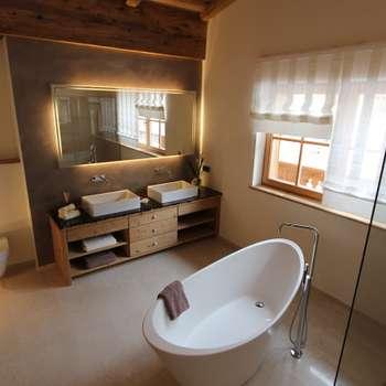 Salle de bains de style  par Egger & Egger Immobilien
