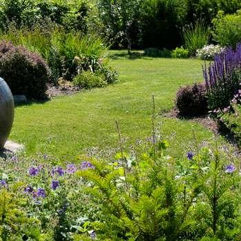 Jardines de estilo clásico de Landscapes & Cie