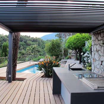 Cuisine d'été: Terrasse de style  par INSIDE Création