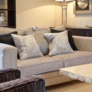 Casas de estilo moderno por Designer Touches Ltd