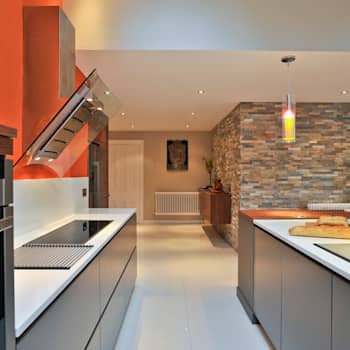 MR & MRS BENNETT'S KITCHEN: modern Kitchen by Diane Berry Kitchens
