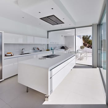 Villa Escarpa, Praia da Luz, Portugal: moderne Küche von Philip Kistner Fotografie