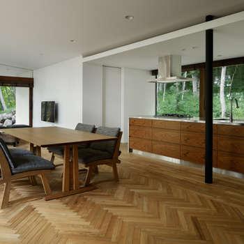 ダイニングキッチン~029那須Hさんの家: atelier137 ARCHITECTURAL DESIGN OFFICEが手掛けたダイニングです。
