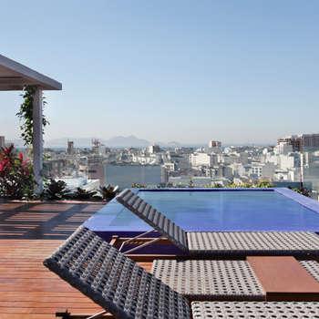 House in Rio의  발코니, 베란다 & 테라스