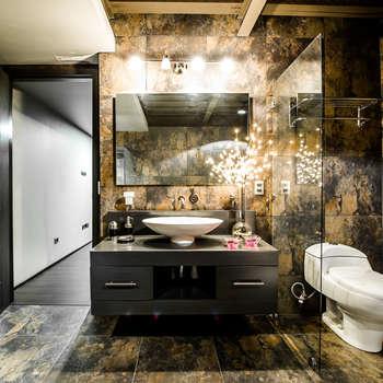 Baños de estilo industrial por Con Contenedores S.A. de C.V.