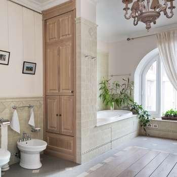 Светлая квартира: Ванные комнаты в . Автор – ANIMA