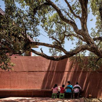 Casa com Três Pátios: Habitações  por Miguel Marcelino, Arq. Lda.