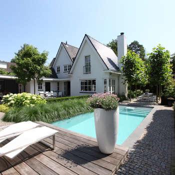 Vakantie in eigen tuin: moderne Tuin door Stoop Tuinen