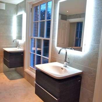 klasieke Badkamer door DeVal Bathrooms