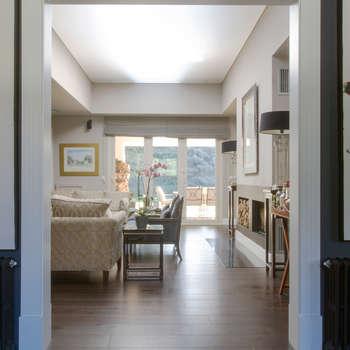 YNOT BY JAIME DE PABLO-ROMERO: modern tarz Oturma Odası