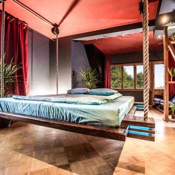 Dormitorios de estilo minimalista de Hanging beds