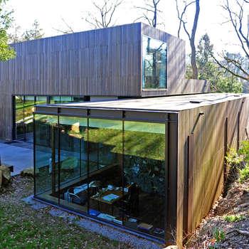 MAISON SUR LA CHEZINE: Maisons de style de style Moderne par yann péron architecte