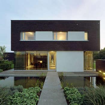 Moderne villa : moderne Huizen door Engelman Architecten BV