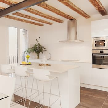 Cucina in stile in stile Moderno di Markham Stagers