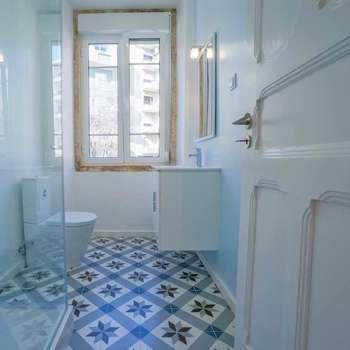 NEOCIM Décor Optique Mer: Casa de banho  por Kerion Ceramics