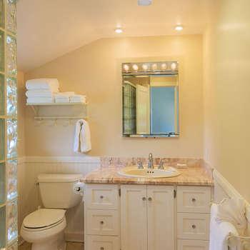 Освещение в ванной комнате: Ванная комната в . Автор – Zamyatina.EV@mw-light.ru