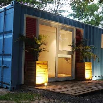 Fachada : Casas ecléticas por Casa Container Marilia - Arquitetura em Container