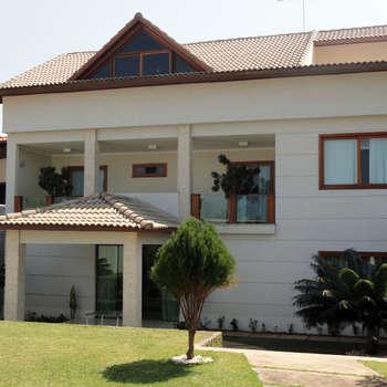 Fachada Principal: Casas clássicas por DHN arquitetura